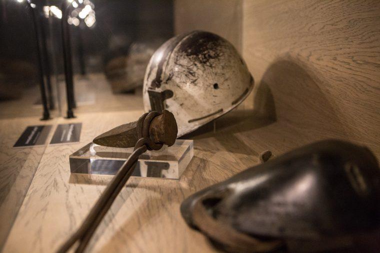 Mining Art Gallery artefacts