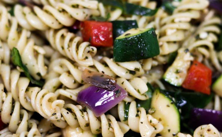 Pesto pasta salad with Mediterranean vegetables